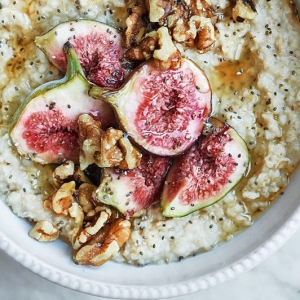 Love this breakfast inspiration from @issycroker Summery Porridge with walnuts, figs, chia and honey. Make it with @rudehealth sprouted oats and boost the B6 content.  #oatmeal #porridge #breakfast #figs #fitfood #honey #walnuts #chia #rudehealth #sprouted #giveasprout #glutenfree
