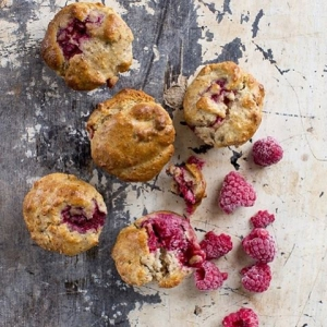 Excited to interview healthy chef and author of Dudefood @dan_churchill this morning. His #glutenfree Raspberry Coconut muffins look delicious!  #coconut #raspberry #healthy #muffins #healthytreat #dudefood