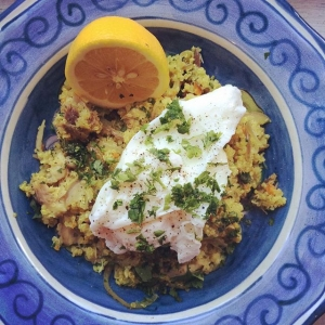 Quinoa Kedgeree - this Anglo/Indian dish was an indispensable part of the British breakfast table. This healthy version with quinoa and turmeric is full of good fats, protein and antioxidants to fuel you through a busy morning. New recipe now only website: Laura-bond.com/recipes  #quinoa #mackerel #eggs #organic #turmeric #fitfood #healthy #breakfast #glutenfree #dairyfree #quinolauk