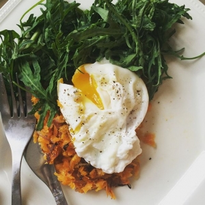 Sweet potato rosti with organic frilly Tuscan kale and poached egg - using recipe from @honestlyhealthy Book Cleanse. Absolutely delicious. Sweet potato, onion and fennel seed - what a genius combination.  #honestlyhealthy #morningtime #feelgood #highenergy #alkaline #kale #organic #breakfast #fitfood #foodie #vegetarian #protein #dairyfree #glutenfree #eggs