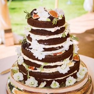 My beautiful and also delicious wedding cake made by @peardroplondon the gluten free chocolate sponge was a total hit.  #weddingcake #throwbackthursday #chocolate #chocolatesponge #glutenfree #figs #healthytreat