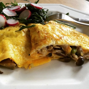 Wild mushroom and egg omelette with a side of frilly kale and radish. I added some unpasteurised butter ( available at my farmers market) for a healthy dose of vitamin k2. So important for heart and bone health.  #omelette #wildmushrooms #wild #wisetraditions #vitamind #unpasteurized #butter #kale #healthybreakfast #healthystart #healthbloggers #HBCxFoodPhoto